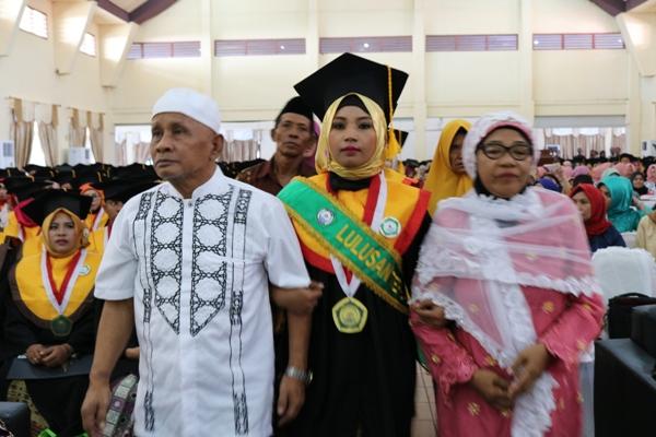 kedua Orang Tuanya yakni Bpk. Aris Abu dan Ibu Nurma Baso